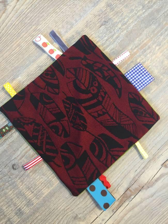 Labeldoekje Yaro Four Winds Red Black