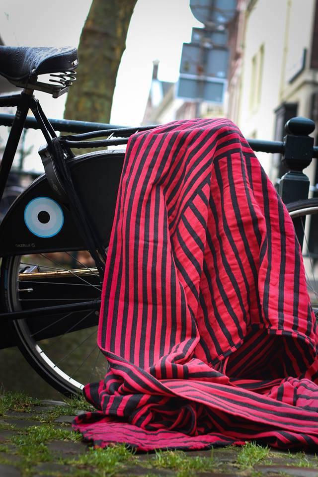 Ringsling Yaro Stripes Contra Black Red Wool Hemp